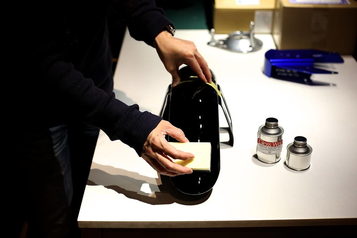 画像2: キーワードはガラス故『無機質』。塗料でありながら、その実態は限りなく本物ガラスです。。。 日本のハイブリット系特殊塗料に関する分野の技術革新は凄まじく、遂に、限りなく本物のガラスに近い成分構成を有する、究極のガラスコート.... www.so-bad-review.com
